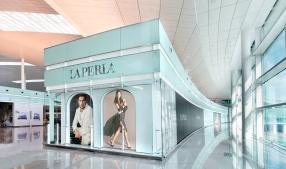 LA PERLA New shop in Barcelona Airport. Implementations, Spaces and Design. #LaPerla ©Karolina Moon Photo. #Interiors #Spaces #FotografiaInteriores #FotografiaArquitectura.