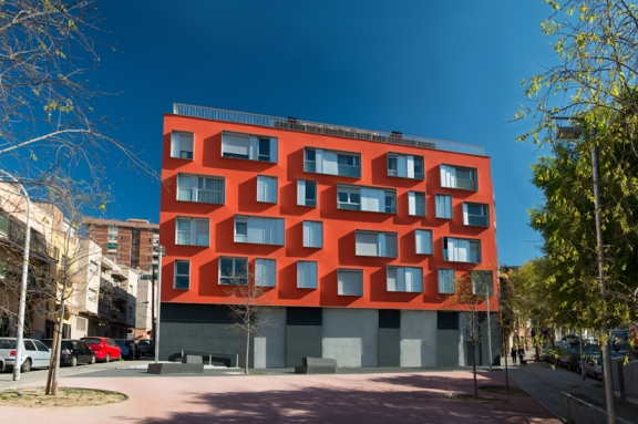 Residential building in Badalona (Barcelona). External wall insulation systems and facade systems.